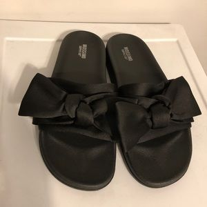 Mossimo Supply Co Bow Slip on Sandal - Size 9